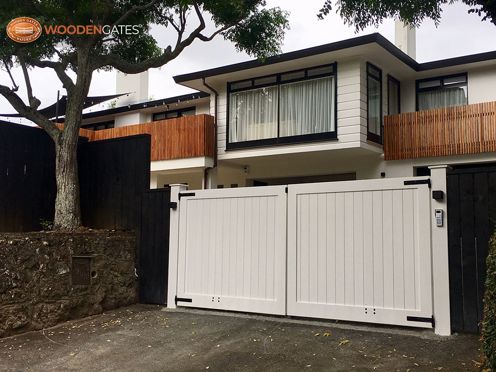 """#CIT12- Opening out City drive gates<br /><span>City 12</span><br /><a href=""""/enquiry/?about=CIT12- Opening out City drive gates"""">ENQUIRE ABOUT THIS >></a><br /><a href=""""#""""  data-id=""""https://woodengates2-px.rtrk.co.nz/i/CityGates/City19384.jpg"""" class=""""print-this-image"""">PRINT THIS IMAGE >></a><span class=""""ug-icon-favorite """" data-id=""""2109"""" id=""""spanFavorite2109"""" title=""""Add to My list""""></span>"""
