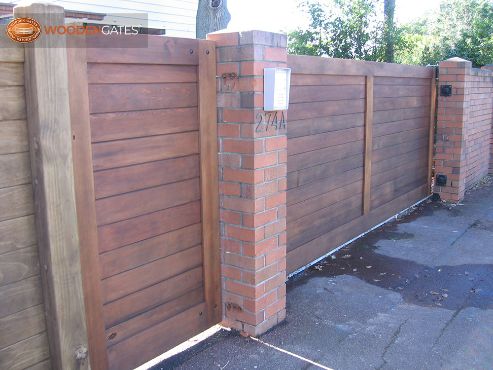 """#EU07- Lightly stained cedar Euros- sliding and ped<br /><span>Euro 07</span><br /><a href=""""/enquiry/?about=EU07- Lightly stained cedar Euros- sliding and ped"""">ENQUIRE ABOUT THIS >></a><br /><a href=""""#""""  data-id=""""https://woodengates2-px.rtrk.co.nz/i/CityGates/GCICS0006.JPG"""" class=""""print-this-image"""">PRINT THIS IMAGE >></a><span class=""""ug-icon-favorite """" data-id=""""2119"""" id=""""spanFavorite2119"""" title=""""Add to My list""""></span>"""