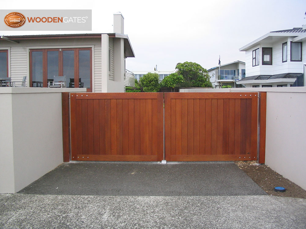 """#CIT08- Stunning stained cedar City gates<br /><span>City 08</span><br /><a href=""""/enquiry/?about=CIT08- Stunning stained cedar City gates"""">ENQUIRE ABOUT THIS >></a><br /><a href=""""#""""  data-id=""""https://woodengates2-px.rtrk.co.nz/i/CityGates/GCIDS0008.JPG"""" class=""""print-this-image"""">PRINT THIS IMAGE >></a><span class=""""ug-icon-favorite """" data-id=""""2105"""" id=""""spanFavorite2105"""" title=""""Add to My list""""></span>"""