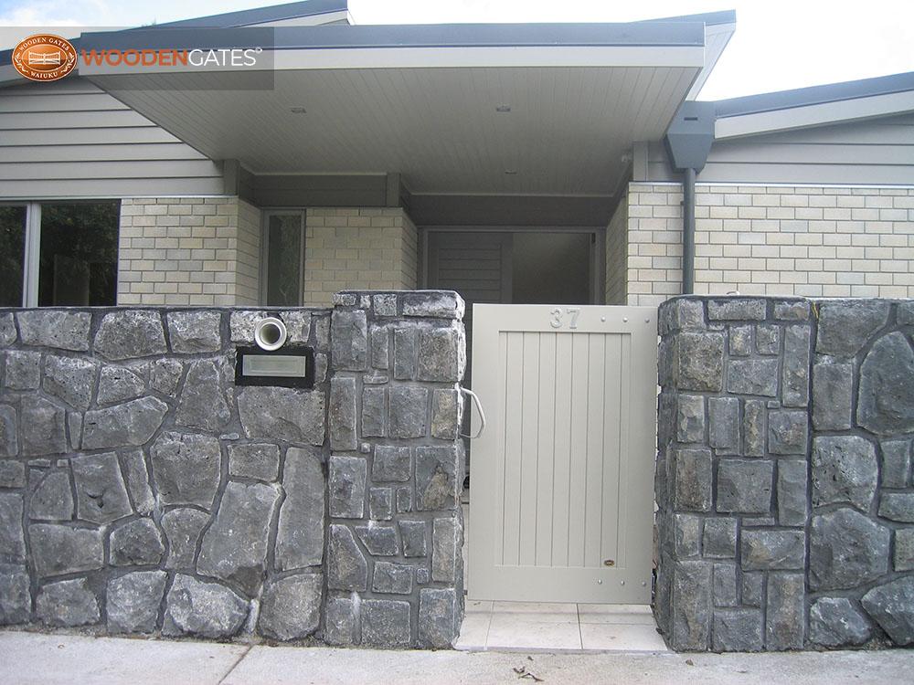 "#CIT06- Pedestrian City on stone pillars<br /><span>City 06</span><br /><a href=""/enquiry/?about=CIT06- Pedestrian City on stone pillars"">ENQUIRE ABOUT THIS >></a><br /><a href=""#""  data-id=""https://woodengates2-px.rtrk.co.nz/i/CityGates/GCIPP3588.JPG"" class=""print-this-image"">PRINT THIS IMAGE >></a><span class=""ug-icon-favorite "" data-id=""2103"" id=""spanFavorite2103"" title=""Add to My list""></span>"