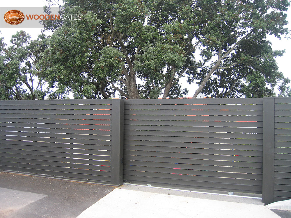 """#VEI01- Painted Vienna slider with matching fence<br /><span>Vienna 01</span><br /><a href=""""/enquiry/?about=VEI01- Painted Vienna slider with matching fence"""">ENQUIRE ABOUT THIS >></a><br /><a href=""""#""""  data-id=""""https://woodengates2-px.rtrk.co.nz/i/CityGates/GCUCP3365.JPG"""" class=""""print-this-image"""">PRINT THIS IMAGE >></a><span class=""""ug-icon-favorite """" data-id=""""2149"""" id=""""spanFavorite2149"""" title=""""Add to My list""""></span>"""