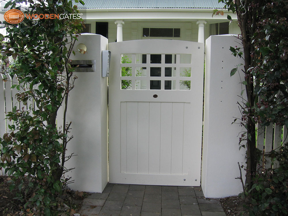 """#CH02- White painted Chester pedestrian with curve top<br /><span>Chester 02</span><br /><a href=""""/enquiry/?about=CH02- White painted Chester pedestrian with curve top"""">ENQUIRE ABOUT THIS >></a><br /><a href=""""#""""  data-id=""""https://woodengates2-px.rtrk.co.nz/i/CityGates/IMG_0720.JPG"""" class=""""print-this-image"""">PRINT THIS IMAGE >></a><span class=""""ug-icon-favorite """" data-id=""""2096"""" id=""""spanFavorite2096"""" title=""""Add to My list""""></span>"""