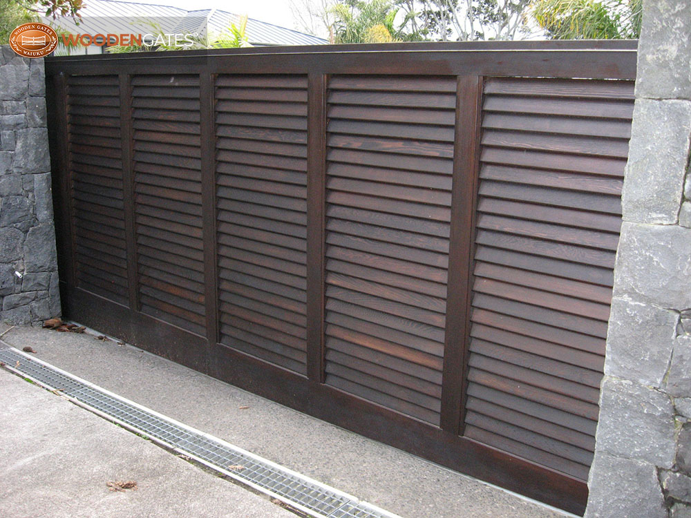 """#VA01- Dark stained cedar sliding Vegas louvre gate<br /><span>Vegas 01</span><br /><a href=""""/enquiry/?about=VA01- Dark stained cedar sliding Vegas louvre gate"""">ENQUIRE ABOUT THIS >></a><br /><a href=""""#""""  data-id=""""https://woodengates2-px.rtrk.co.nz/i/CityGates/IMG_2670.jpg"""" class=""""print-this-image"""">PRINT THIS IMAGE >></a><span class=""""ug-icon-favorite """" data-id=""""2147"""" id=""""spanFavorite2147"""" title=""""Add to My list""""></span>"""