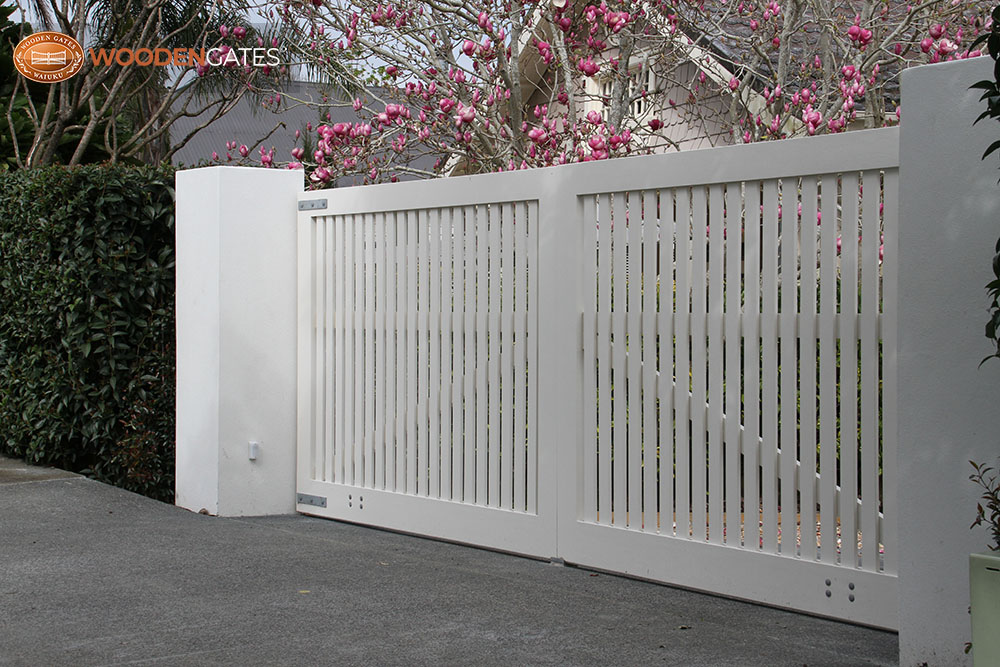 """#ME04- Lovely double white Mezzo gates<br /><span>Mezzo 04</span><br /><a href=""""/enquiry/?about=ME04- Lovely double white Mezzo gates"""">ENQUIRE ABOUT THIS >></a><br /><a href=""""#""""  data-id=""""https://woodengates2-px.rtrk.co.nz/i/CityGates/IMG_7305.JPG"""" class=""""print-this-image"""">PRINT THIS IMAGE >></a><span class=""""ug-icon-favorite """" data-id=""""2130"""" id=""""spanFavorite2130"""" title=""""Add to My list""""></span>"""