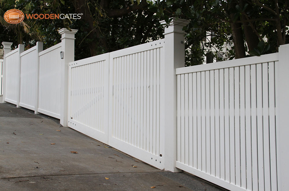 """#BR07_ Double gates and fence on slope<br /><span>Bradford 07</span><br /><a href=""""/enquiry/?about=BR07_ Double gates and fence on slope"""">ENQUIRE ABOUT THIS >></a><br /><a href=""""#""""  data-id=""""https://woodengates2-px.rtrk.co.nz/i/CityGates/IMG_8169A.JPG"""" class=""""print-this-image"""">PRINT THIS IMAGE >></a><span class=""""ug-icon-favorite """" data-id=""""2328"""" id=""""spanFavorite2328"""" title=""""Add to My list""""></span>"""