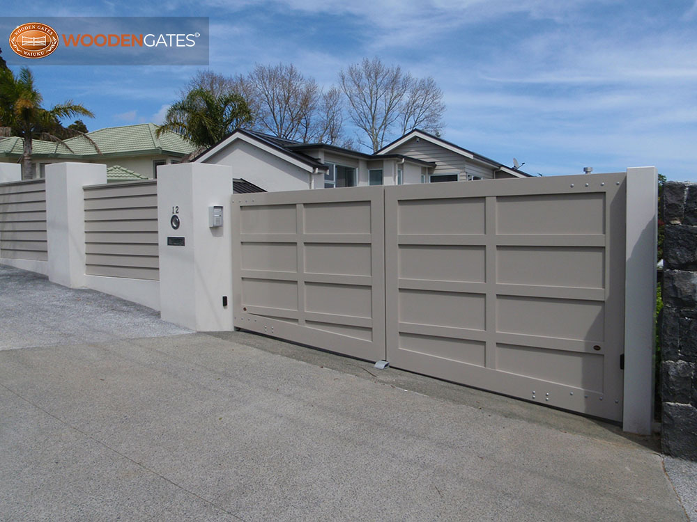 """#LA02- Painted LA double gates<br /><span>LA 02</span><br /><a href=""""/enquiry/?about=LA02- Painted LA double gates"""">ENQUIRE ABOUT THIS >></a><br /><a href=""""#""""  data-id=""""https://woodengates2-px.rtrk.co.nz/i/CityGates/PA270117.JPG"""" class=""""print-this-image"""">PRINT THIS IMAGE >></a><span class=""""ug-icon-favorite """" data-id=""""2123"""" id=""""spanFavorite2123"""" title=""""Add to My list""""></span>"""