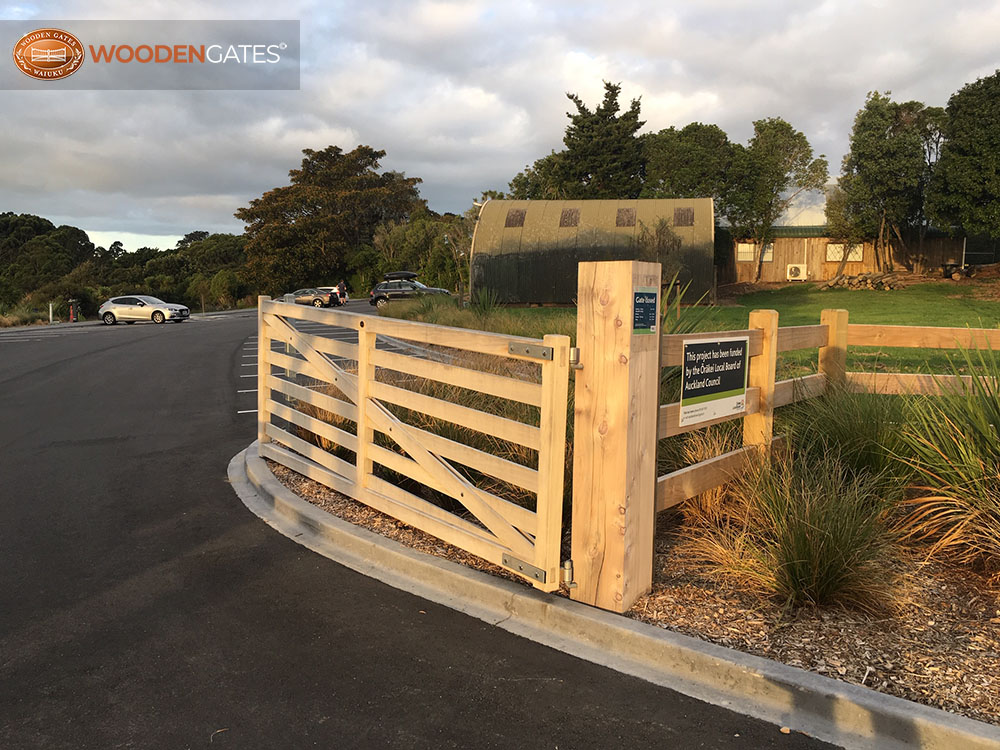 """Waitarua Reserve. Entrance gates made in Accoya<br /><a href=""""/enquiry/?about=Waitarua Reserve. Entrance gates made in Accoya"""">ENQUIRE ABOUT THIS >></a><br /><a href=""""#""""  data-id=""""https://woodengates2-px.rtrk.co.nz/i/Commercial/WaitaruaReserve.JPG"""" class=""""print-this-image"""">PRINT THIS IMAGE >></a><span class=""""ug-icon-favorite """" data-id=""""2304"""" id=""""spanFavorite2304"""" title=""""Add to My list""""></span>"""