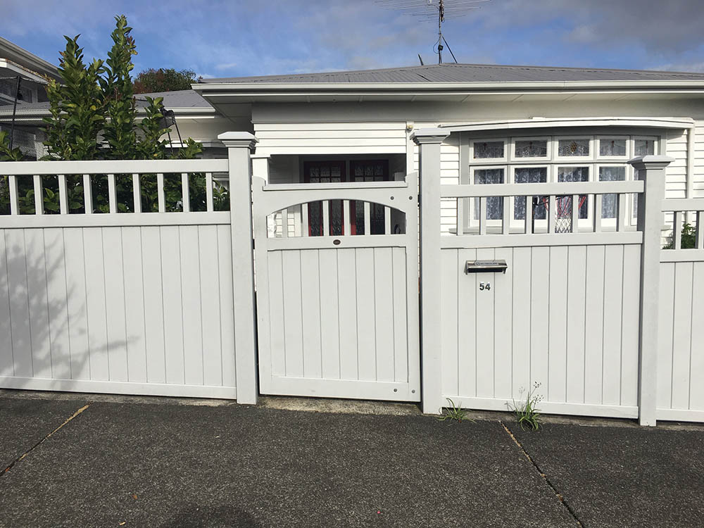 """Essex Fence 05<br /><span>Essex Fence 05</span><br /><a href=""""/enquiry/?about=Essex Fence 05"""">ENQUIRE ABOUT THIS >></a><br /><a href=""""#""""  data-id=""""https://woodengates2-px.rtrk.co.nz/i/Fences/CivicFence10667.jpg"""" class=""""print-this-image"""">PRINT THIS IMAGE >></a><span class=""""ug-icon-favorite """" data-id=""""2396"""" id=""""spanFavorite2396"""" title=""""Add to My list""""></span>"""
