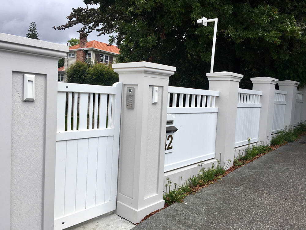 """Essex Fence 04<br /><span>Essex Fence 04</span><br /><a href=""""/enquiry/?about=Essex Fence 04"""">ENQUIRE ABOUT THIS >></a><br /><a href=""""#""""  data-id=""""https://woodengates2-px.rtrk.co.nz/i/Fences/Essexfence17398.jpg"""" class=""""print-this-image"""">PRINT THIS IMAGE >></a><span class=""""ug-icon-favorite """" data-id=""""2395"""" id=""""spanFavorite2395"""" title=""""Add to My list""""></span>"""