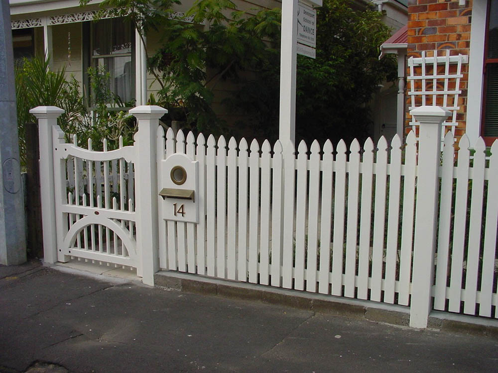 """Picket Fence Gallery_2<br /><span>Picket Fence 02</span><br /><a href=""""/enquiry/?about=Picket Fence Gallery_2"""">ENQUIRE ABOUT THIS >></a><br /><a href=""""#""""  data-id=""""https://woodengates2-px.rtrk.co.nz/i/Fences/Picket.jpg"""" class=""""print-this-image"""">PRINT THIS IMAGE >></a><span class=""""ug-icon-favorite """" data-id=""""2399"""" id=""""spanFavorite2399"""" title=""""Add to My list""""></span>"""