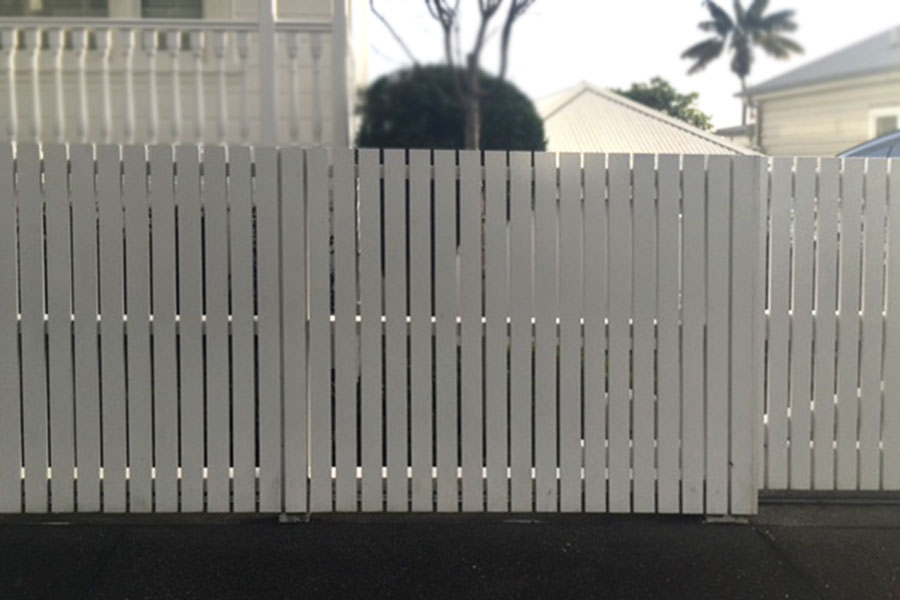 """#01 Modern Picket fence in white<br /><span>Modern Picket Fence 01</span><br /><a href=""""/enquiry/?about=01 Modern Picket fence in white"""">ENQUIRE ABOUT THIS >></a><br /><a href=""""#""""  data-id=""""https://woodengates2-px.rtrk.co.nz/i/Images/2019Fences/Gal_ModernPicket2.jpg"""" class=""""print-this-image"""">PRINT THIS IMAGE >></a><span class=""""ug-icon-favorite """" data-id=""""2013"""" id=""""spanFavorite2013"""" title=""""Add to My list""""></span>"""