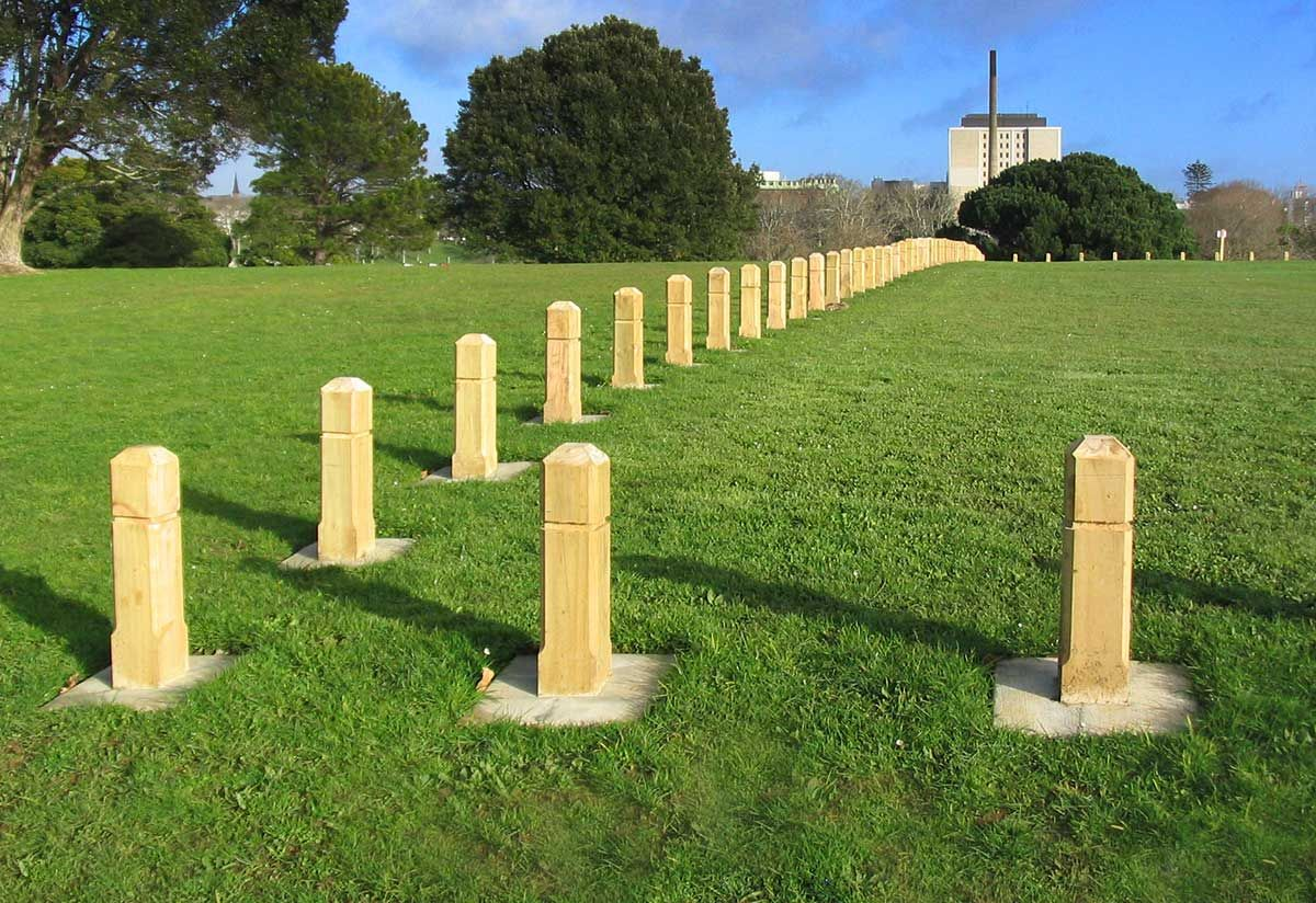 "Auckland Domain Bollards<br /><a href=""/enquiry/?about=Auckland Domain Bollards"">ENQUIRE ABOUT THIS >></a><span class=""ug-icon-favorite "" data-id=""15"" id=""spanFavorite15"" title=""Add to My list""></span>"