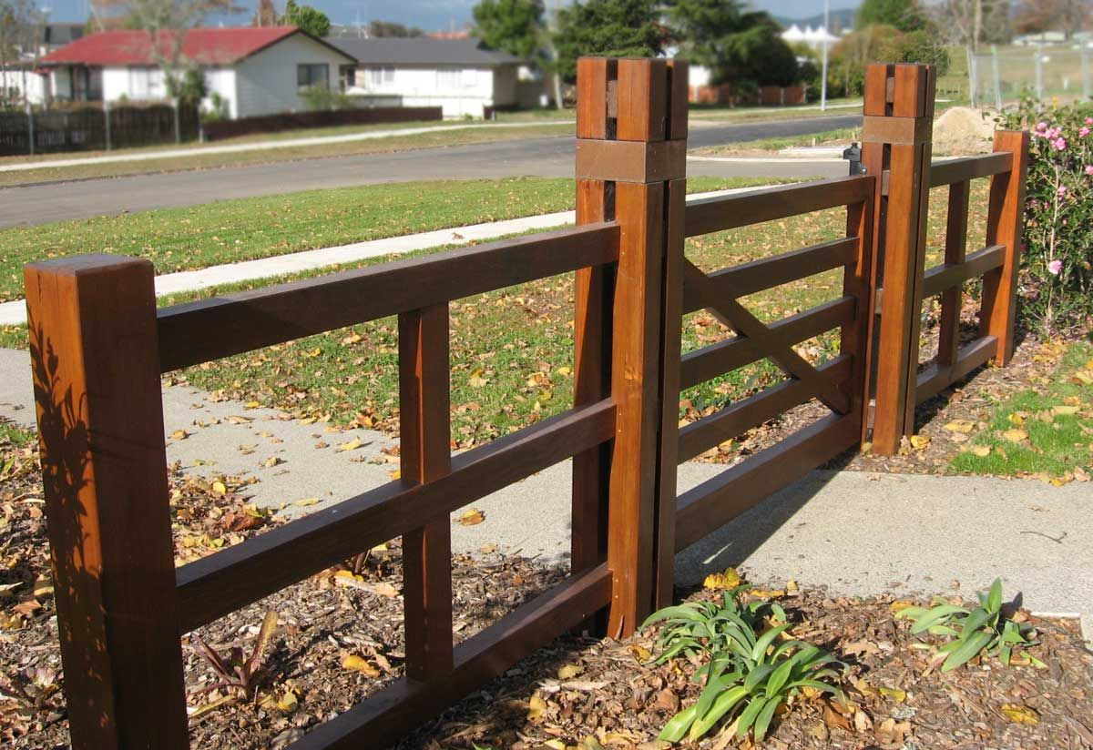 "Rest Home gates and fence -Cambridge<br /><a href=""/enquiry/?about=Rest Home gates and fence -Cambridge"">ENQUIRE ABOUT THIS >></a><span class=""ug-icon-favorite "" data-id=""18"" id=""spanFavorite18"" title=""Add to My list""></span>"