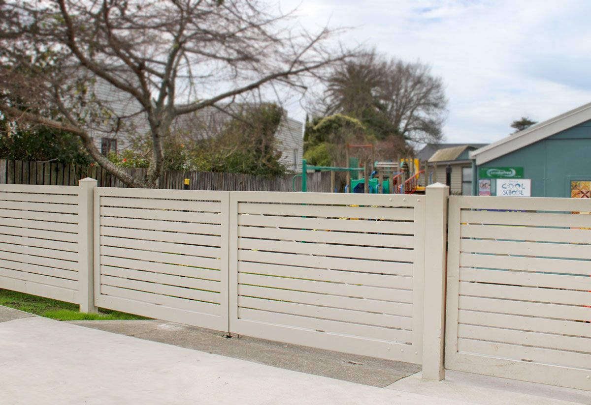 """School gate and fence- Westmere<br /><a href=""""/enquiry/?about=School gate and fence- Westmere"""">ENQUIRE ABOUT THIS >></a><br /><a href=""""#""""  data-id=""""https://woodengates2-px.rtrk.co.nz/i/Images/CommercialGallery/ChildcareFence.jpg"""" class=""""print-this-image"""">PRINT THIS IMAGE >></a><span class=""""ug-icon-favorite """" data-id=""""53"""" id=""""spanFavorite53"""" title=""""Add to My list""""></span>"""
