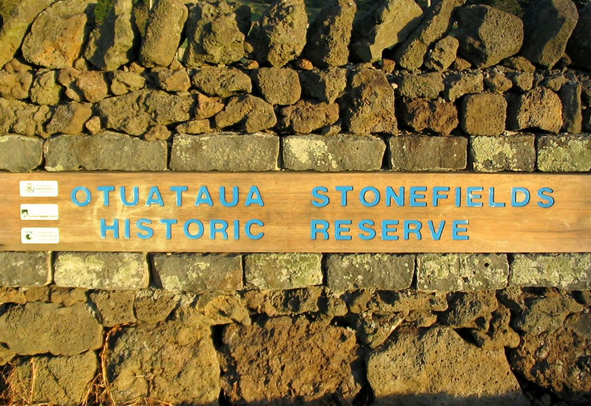 "Stonefields sign<br /><a href=""/enquiry/?about=Stonefields sign"">ENQUIRE ABOUT THIS >></a><span class=""ug-icon-favorite "" data-id=""59"" id=""spanFavorite59"" title=""Add to My list""></span>"