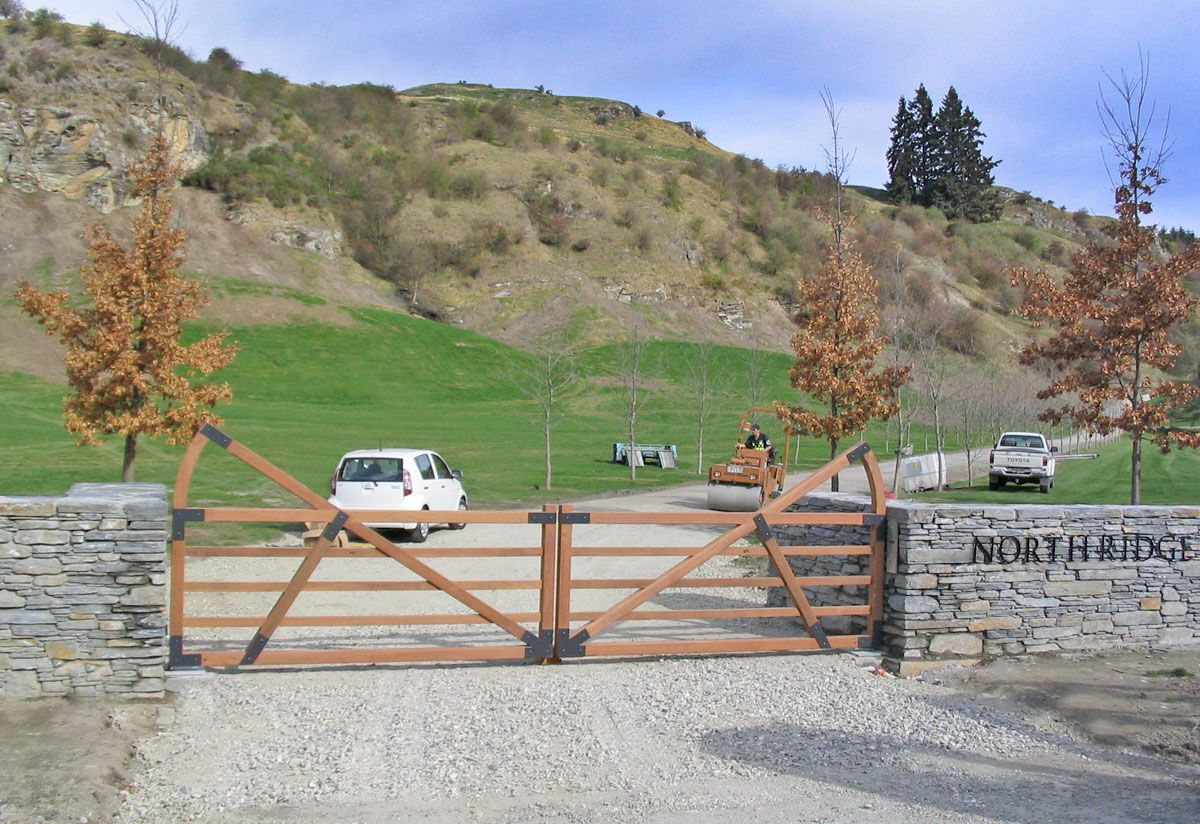 "Eastridge Entrance gates Queenstown<br /><a href=""/enquiry/?about=Eastridge Entrance gates Queenstown"">ENQUIRE ABOUT THIS >></a><span class=""ug-icon-favorite "" data-id=""58"" id=""spanFavorite58"" title=""Add to My list""></span>"