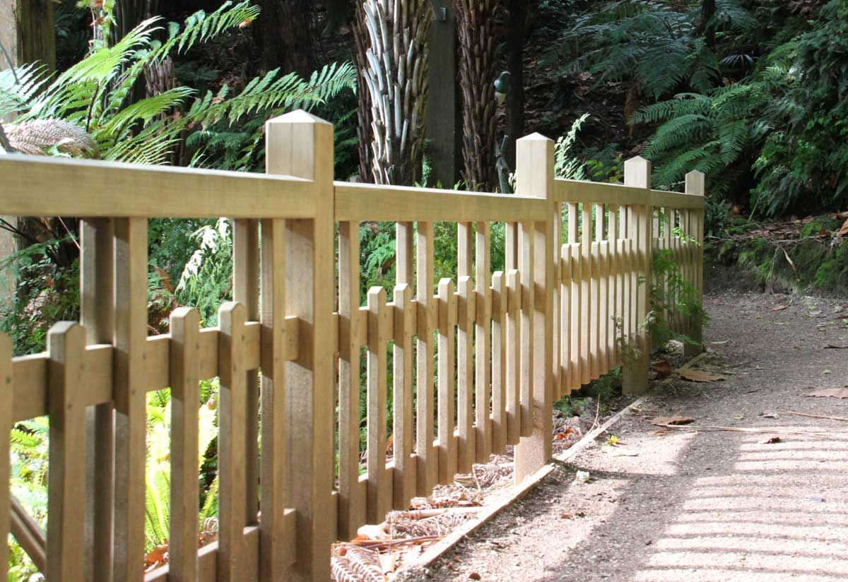 """Replica historic fence- Winter garden Auckland. Made in Accoya<br /><a href=""""/enquiry/?about=Replica historic fence- Winter garden Auckland. Made in Accoya"""">ENQUIRE ABOUT THIS >></a><br /><a href=""""#""""  data-id=""""https://woodengates2-px.rtrk.co.nz/i/Images/CommercialGallery/Fence.jpg"""" class=""""print-this-image"""">PRINT THIS IMAGE >></a><span class=""""ug-icon-favorite """" data-id=""""22"""" id=""""spanFavorite22"""" title=""""Add to My list""""></span>"""