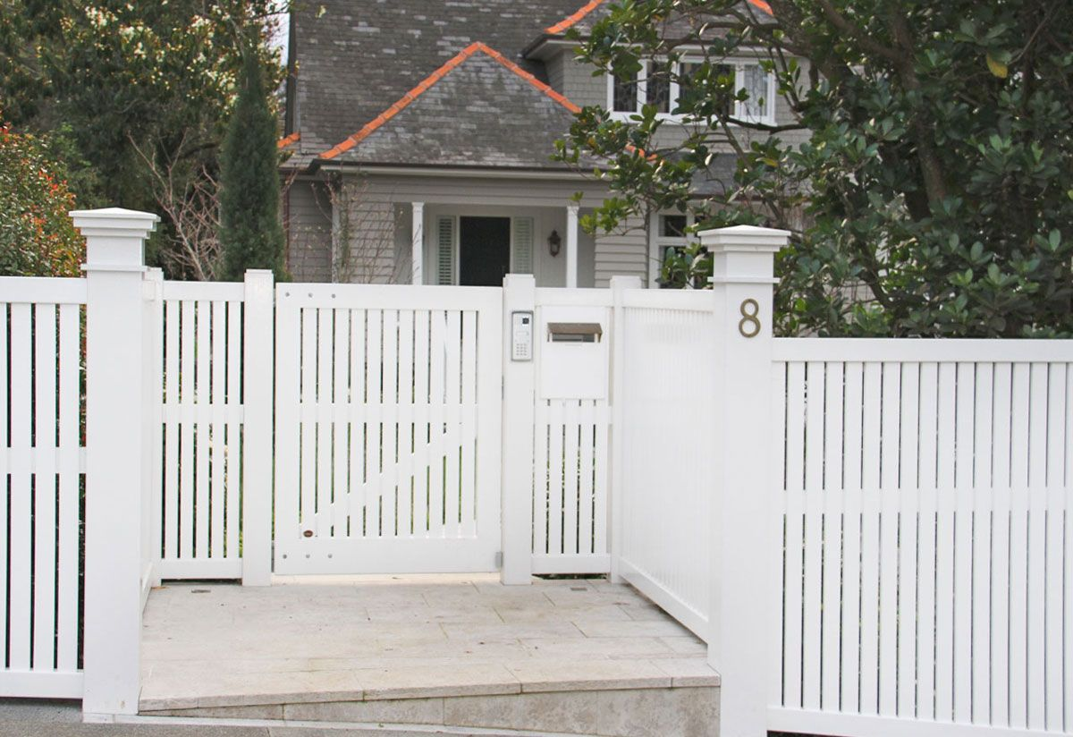 """#05 Bradford Fence<br /><span>Bradford Fence 05</span><br /><a href=""""/enquiry/?about=05 Bradford Fence"""">ENQUIRE ABOUT THIS >></a><br /><a href=""""#""""  data-id=""""https://woodengates2-px.rtrk.co.nz/i/Images/Fences/Gallery/BradfordGallery_5.jpg"""" class=""""print-this-image"""">PRINT THIS IMAGE >></a><span class=""""ug-icon-favorite """" data-id=""""70"""" id=""""spanFavorite70"""" title=""""Add to My list""""></span>"""