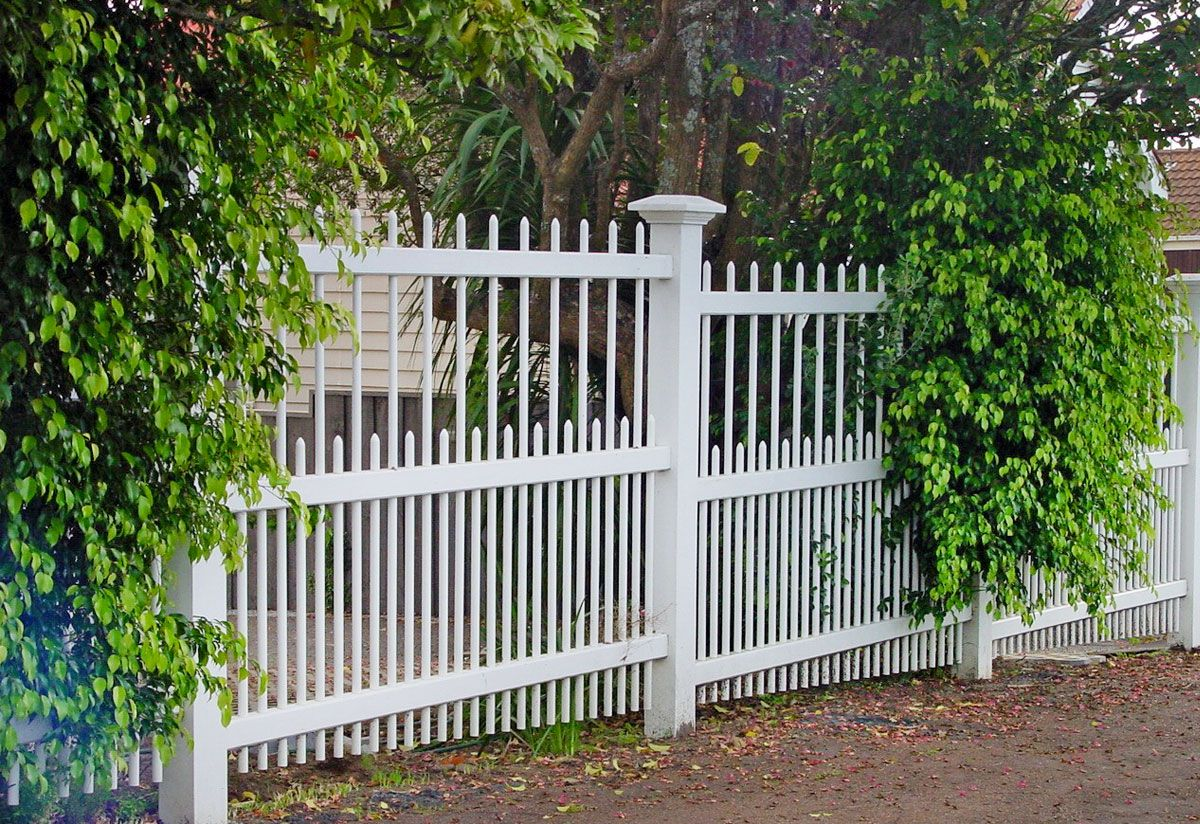 """Colonial Fence Gallery_3<br /><span>Colonial Fence 03</span><br /><a href=""""/enquiry/?about=Colonial Fence Gallery_3"""">ENQUIRE ABOUT THIS >></a><br /><a href=""""#""""  data-id=""""https://woodengates2-px.rtrk.co.nz/i/Images/Fences/Gallery/ColonialGallery_3.jpg"""" class=""""print-this-image"""">PRINT THIS IMAGE >></a><span class=""""ug-icon-favorite """" data-id=""""93"""" id=""""spanFavorite93"""" title=""""Add to My list""""></span>"""