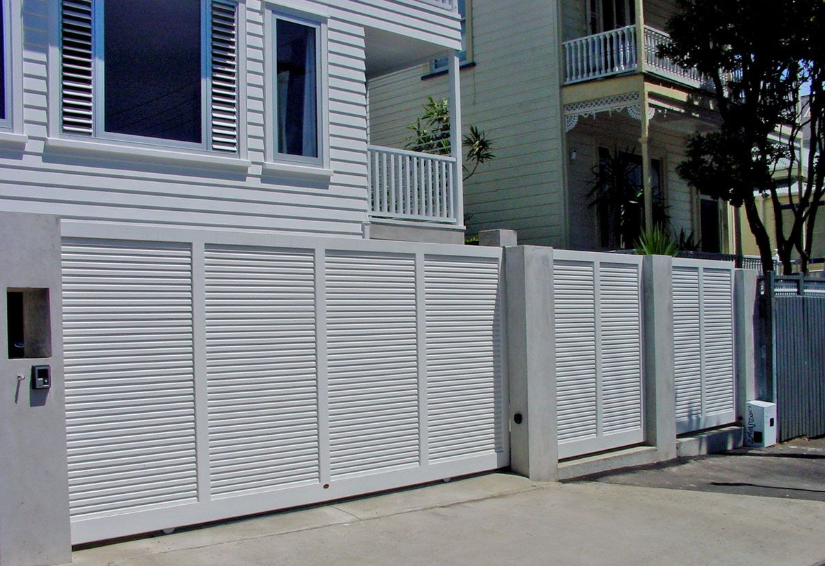 "Custom Fence Gallery_5<br /><span>Custom Fence 05</span><br /><a href=""/enquiry/?about=Custom Fence Gallery_5"">ENQUIRE ABOUT THIS >></a><span class=""ug-icon-favorite "" data-id=""101"" id=""spanFavorite101"" title=""Add to My list""></span>"