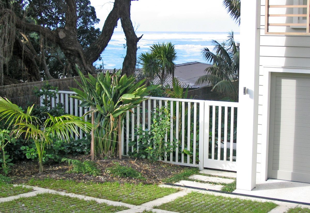 "Custom Fence Gallery_7<br /><span>Custom Fence 07</span><br /><a href=""/enquiry/?about=Custom Fence Gallery_7"">ENQUIRE ABOUT THIS >></a><span class=""ug-icon-favorite "" data-id=""103"" id=""spanFavorite103"" title=""Add to My list""></span>"