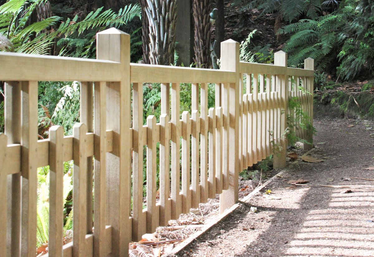 "Custom Fence Gallery_9<br /><span>Custom Fence 09</span><br /><a href=""/enquiry/?about=Custom Fence Gallery_9"">ENQUIRE ABOUT THIS >></a><span class=""ug-icon-favorite "" data-id=""105"" id=""spanFavorite105"" title=""Add to My list""></span>"
