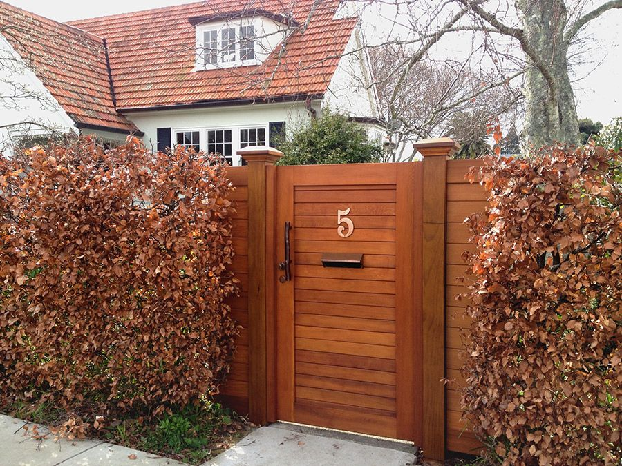 """Euro fence stained 02<br /><span>Euro Fence 02</span><br /><a href=""""/enquiry/?about=Euro fence stained 02"""">ENQUIRE ABOUT THIS >></a><br /><a href=""""#""""  data-id=""""https://woodengates2-px.rtrk.co.nz/i/Images/Fences/Gallery/Euroimg1.JPG"""" class=""""print-this-image"""">PRINT THIS IMAGE >></a><span class=""""ug-icon-favorite """" data-id=""""792"""" id=""""spanFavorite792"""" title=""""Add to My list""""></span>"""