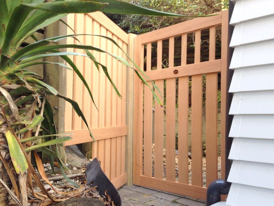 """Metro 08 Custom Cedar Gate<br /><span>Metro 08</span><br /><a href=""""/enquiry/?about=Metro 08 Custom Cedar Gate"""">ENQUIRE ABOUT THIS >></a><br /><a href=""""#""""  data-id=""""https://www.woodengates.co.nz/i/Images/GateZ/Gatez9.jpg"""" class=""""print-this-image"""">PRINT THIS IMAGE >></a><span class=""""ug-icon-favorite """" data-id=""""857"""" id=""""spanFavorite857"""" title=""""Add to My list""""></span>"""