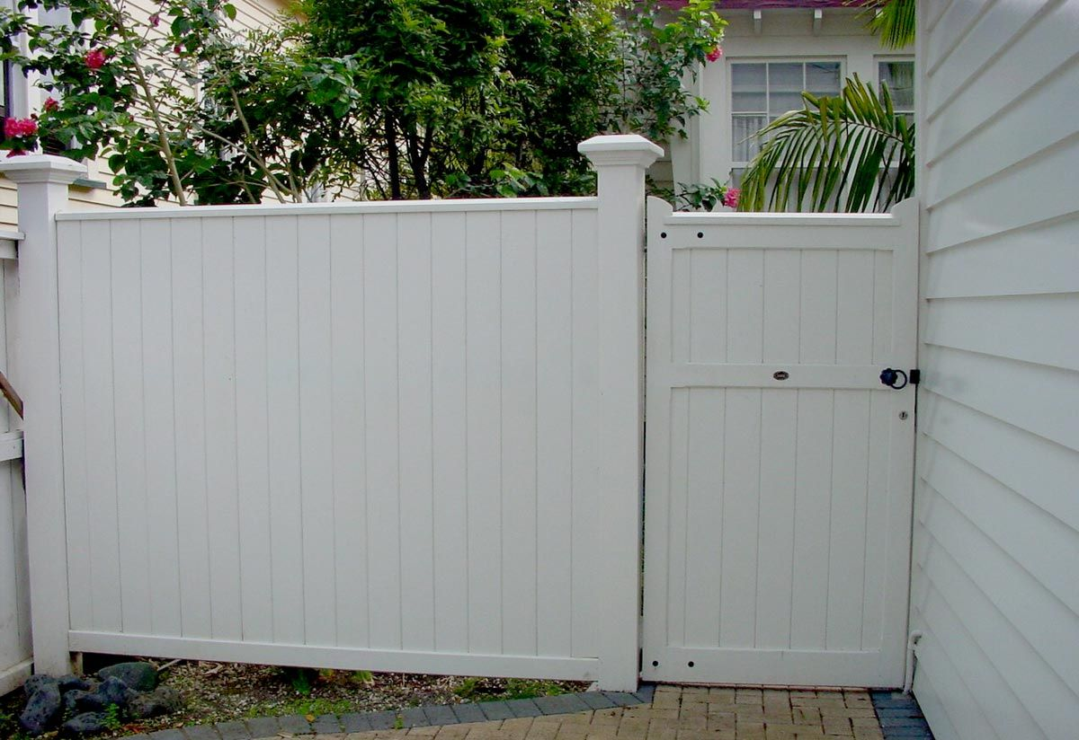 """Statesman Fence 01<br /><span>Statesman Fence 01</span><br /><a href=""""/enquiry/?about=Statesman Fence 01"""">ENQUIRE ABOUT THIS >></a><br /><a href=""""#""""  data-id=""""https://woodengates2-px.rtrk.co.nz/i/Images/Gates/FStatesman2.jpg"""" class=""""print-this-image"""">PRINT THIS IMAGE >></a><span class=""""ug-icon-favorite """" data-id=""""746"""" id=""""spanFavorite746"""" title=""""Add to My list""""></span>"""
