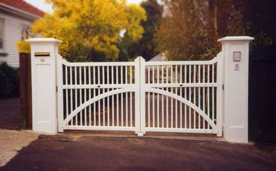 Contempory Colonial Wooden Gates Fences Driveway Gates
