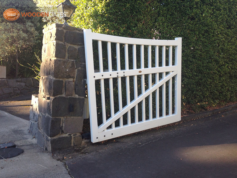 """#01- Rising Gate<br /><span>Rising Gate 01</span><br /><a href=""""/enquiry/?about=01- Rising Gate"""">ENQUIRE ABOUT THIS >></a><br /><a href=""""#""""  data-id=""""https://woodengates2-px.rtrk.co.nz/i/Purpose/photo9new.jpg"""" class=""""print-this-image"""">PRINT THIS IMAGE >></a><span class=""""ug-icon-favorite """" data-id=""""2182"""" id=""""spanFavorite2182"""" title=""""Add to My list""""></span>"""