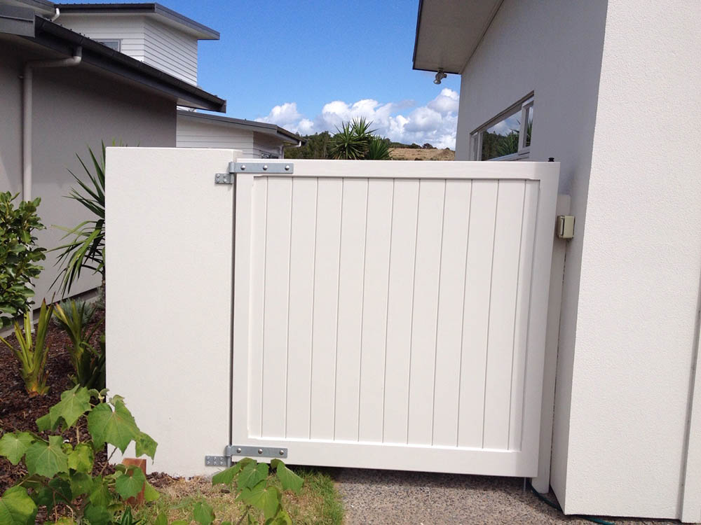 """#04_Ambassador white pine out opening<br /><span>Ambassador 04</span><br /><a href=""""/enquiry/?about=04_Ambassador white pine out opening"""">ENQUIRE ABOUT THIS >></a><br /><a href=""""#""""  data-id=""""https://woodengates2-px.rtrk.co.nz/i/Traditional/Ambassador1.jpg"""" class=""""print-this-image"""">PRINT THIS IMAGE >></a><span class=""""ug-icon-favorite """" data-id=""""2327"""" id=""""spanFavorite2327"""" title=""""Add to My list""""></span>"""