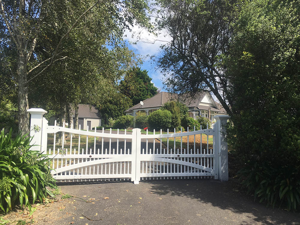"""#AC01- Nice entrance to a lovely property<br /><span>Arched Colonial 01</span><br /><a href=""""/enquiry/?about=AC01- Nice entrance to a lovely property"""">ENQUIRE ABOUT THIS >></a><br /><a href=""""#""""  data-id=""""https://woodengates2-px.rtrk.co.nz/i/Traditional/ArchColonialOffrunicimenrd.jpg"""" class=""""print-this-image"""">PRINT THIS IMAGE >></a><span class=""""ug-icon-favorite """" data-id=""""2317"""" id=""""spanFavorite2317"""" title=""""Add to My list""""></span>"""