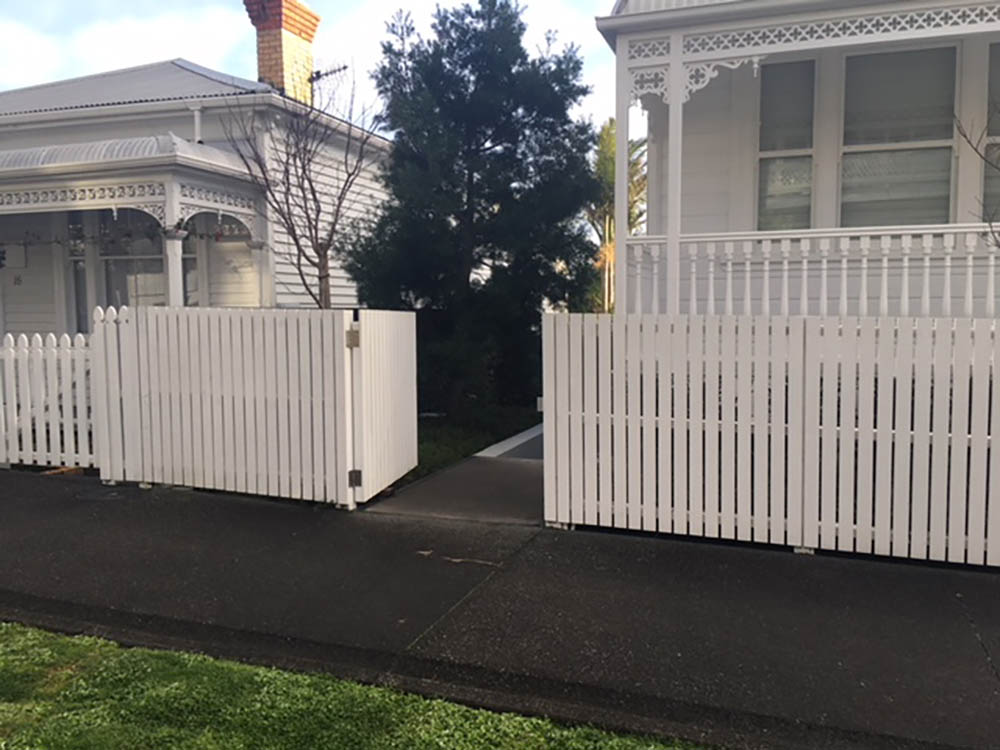 "#03 Modern Picket fence with matching gate<br /><span>Modern Picket fence 03</span><br /><a href=""/enquiry/?about=03 Modern Picket fence with matching gate"">ENQUIRE ABOUT THIS >></a><span class=""ug-icon-favorite "" data-id=""2541"" id=""spanFavorite2541"" title=""Add to My list""></span>"
