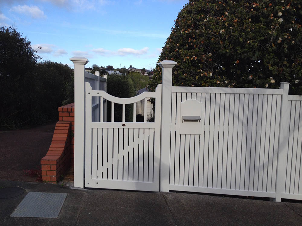 """#NO03_ Nottingham with Bradford fencing<br /><span>Nottingham 03</span><br /><a href=""""/enquiry/?about=NO03_ Nottingham with Bradford fencing"""">ENQUIRE ABOUT THIS >></a><br /><a href=""""#""""  data-id=""""https://woodengates2-px.rtrk.co.nz/i/Traditional/NottinghamMtAlbert.jpg"""" class=""""print-this-image"""">PRINT THIS IMAGE >></a><span class=""""ug-icon-favorite """" data-id=""""2350"""" id=""""spanFavorite2350"""" title=""""Add to My list""""></span>"""