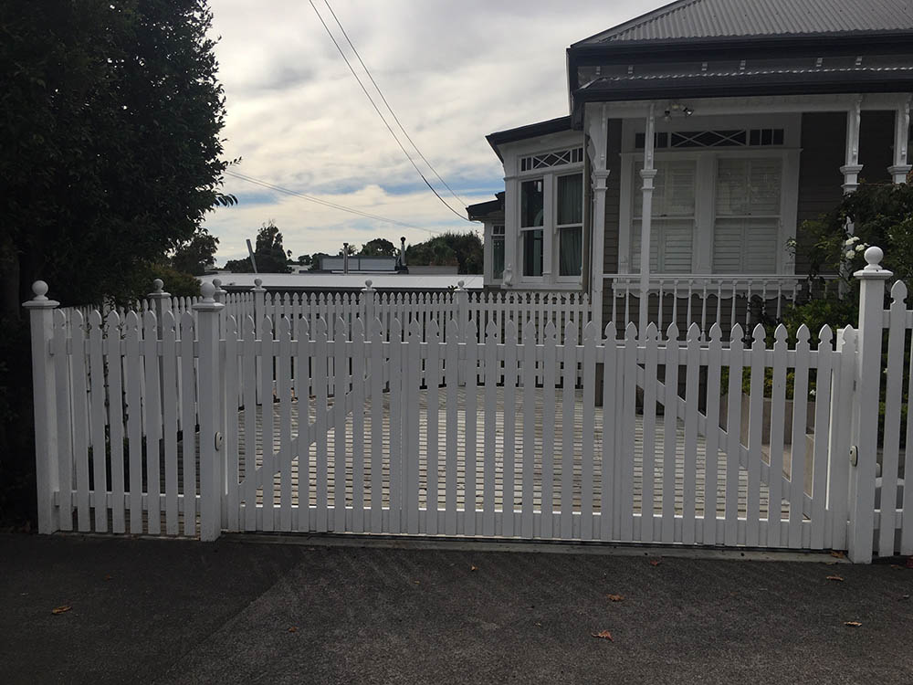 """#PI04_ A more open Picket gate<br /><span>Traditional Picket 04</span><br /><a href=""""/enquiry/?about=PI04_ A more open Picket gate"""">ENQUIRE ABOUT THIS >></a><br /><a href=""""#""""  data-id=""""https://woodengates2-px.rtrk.co.nz/i/Traditional/TraditionalPicket14465.jpg"""" class=""""print-this-image"""">PRINT THIS IMAGE >></a><span class=""""ug-icon-favorite """" data-id=""""2359"""" id=""""spanFavorite2359"""" title=""""Add to My list""""></span>"""
