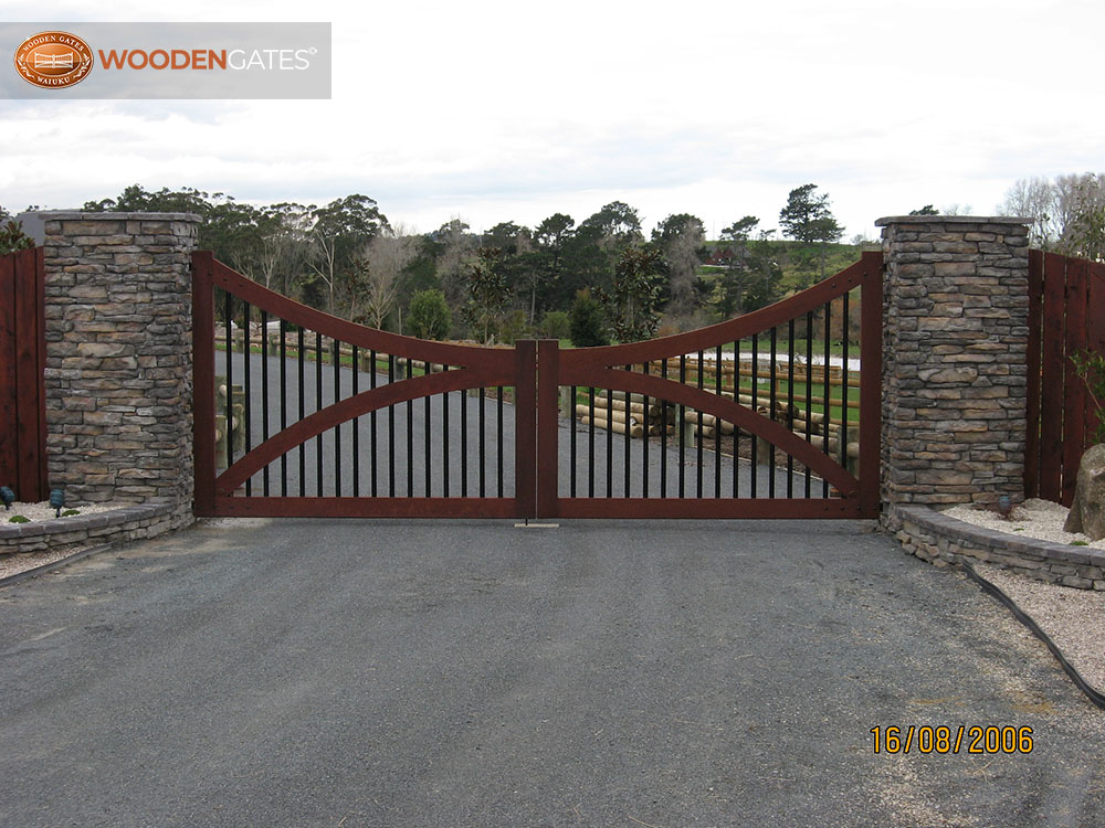 """#WH05-  Whitford cedar gates on substantial stone pillars<br /><span>Whitford 05</span><br /><a href=""""/enquiry/?about=WH05-  Whitford cedar gates on substantial stone pillars"""">ENQUIRE ABOUT THIS >></a><br /><a href=""""#""""  data-id=""""https://woodengates2-px.rtrk.co.nz/i/countryupload/100_0111.JPG"""" class=""""print-this-image"""">PRINT THIS IMAGE >></a><span class=""""ug-icon-favorite """" data-id=""""2091"""" id=""""spanFavorite2091"""" title=""""Add to My list""""></span>"""