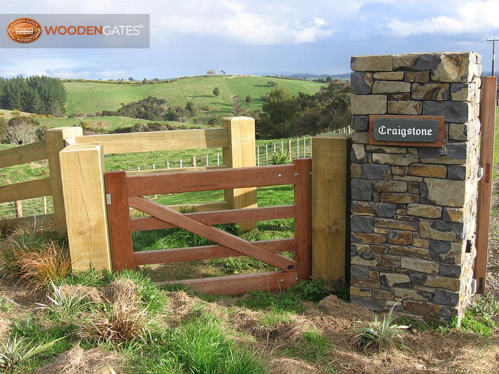 "#KA04- Cedar Karaka ""kissing gate""<br /><span>Karaka 04</span><br /><a href=""/enquiry/?about=KA04- Cedar Karaka ""kissing gate"""">ENQUIRE ABOUT THIS >></a><br /><a href=""#""  data-id=""https://woodengates2-px.rtrk.co.nz/i/countryupload/108_0895.JPG"" class=""print-this-image"">PRINT THIS IMAGE >></a><span class=""ug-icon-favorite "" data-id=""2061"" id=""spanFavorite2061"" title=""Add to My list""></span>"