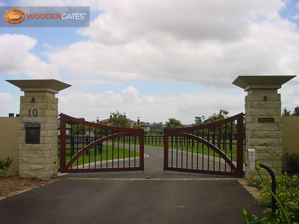 """#WH08- Whitford gates leading the way in<br /><span>Whitford 08</span><br /><a href=""""/enquiry/?about=WH08- Whitford gates leading the way in"""">ENQUIRE ABOUT THIS >></a><br /><a href=""""#""""  data-id=""""https://woodengates2-px.rtrk.co.nz/i/countryupload/GCCDS0001.jpg"""" class=""""print-this-image"""">PRINT THIS IMAGE >></a><span class=""""ug-icon-favorite """" data-id=""""2089"""" id=""""spanFavorite2089"""" title=""""Add to My list""""></span>"""
