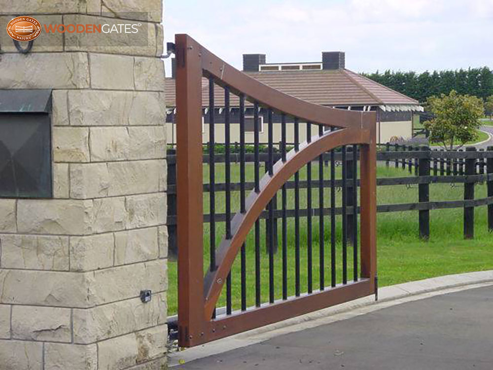 """#WH07- A close up of the steel and timber Whitford gate<br /><span>Whitford 07</span><br /><a href=""""/enquiry/?about=WH07- A close up of the steel and timber Whitford gate"""">ENQUIRE ABOUT THIS >></a><br /><a href=""""#""""  data-id=""""https://woodengates2-px.rtrk.co.nz/i/countryupload/GCCDS0001A.jpg"""" class=""""print-this-image"""">PRINT THIS IMAGE >></a><span class=""""ug-icon-favorite """" data-id=""""2088"""" id=""""spanFavorite2088"""" title=""""Add to My list""""></span>"""