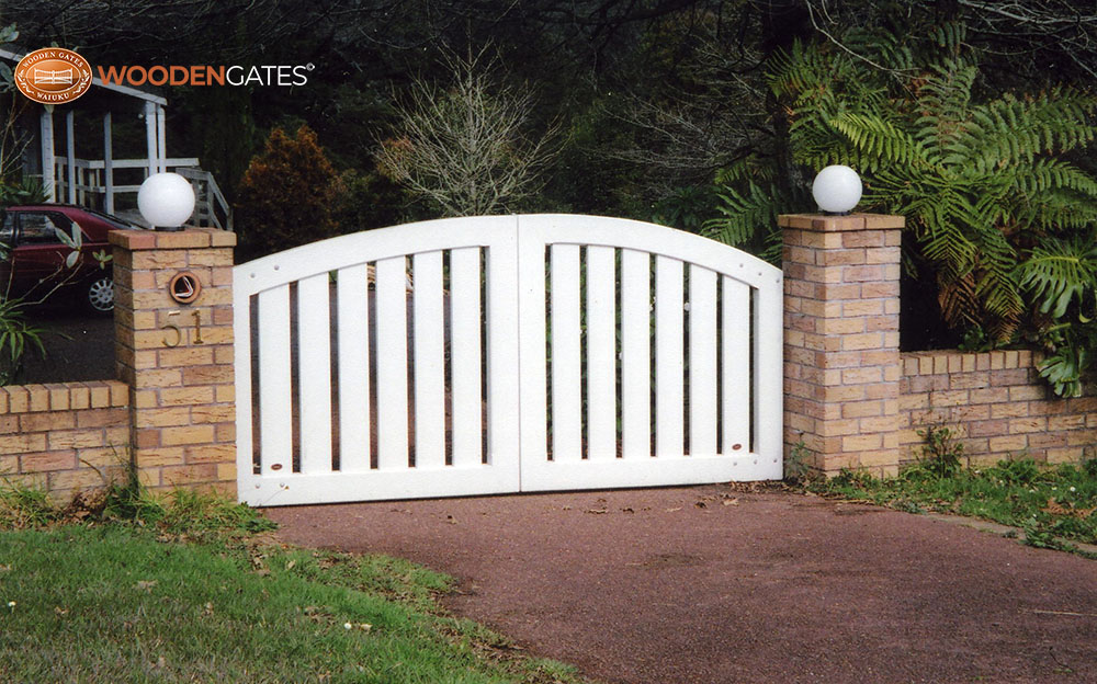 """#SO03- White painted Somerset gates<br /><span>Somerset 03</span><br /><a href=""""/enquiry/?about=SO03- White painted Somerset gates"""">ENQUIRE ABOUT THIS >></a><br /><a href=""""#""""  data-id=""""https://woodengates2-px.rtrk.co.nz/i/countryupload/GSEDP0130.jpg"""" class=""""print-this-image"""">PRINT THIS IMAGE >></a><span class=""""ug-icon-favorite """" data-id=""""2073"""" id=""""spanFavorite2073"""" title=""""Add to My list""""></span>"""