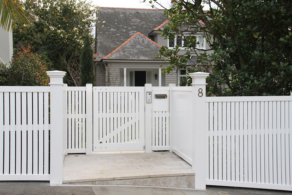 "#BR01_ Bradford with matching fence and letter box<br /><span>Bradford 01</span><br /><a href=""/enquiry/?about=BR01_ Bradford with matching fence and letter box"">ENQUIRE ABOUT THIS >></a><span class=""ug-icon-favorite "" data-id=""2414"" id=""spanFavorite2414"" title=""Add to My list""></span>"