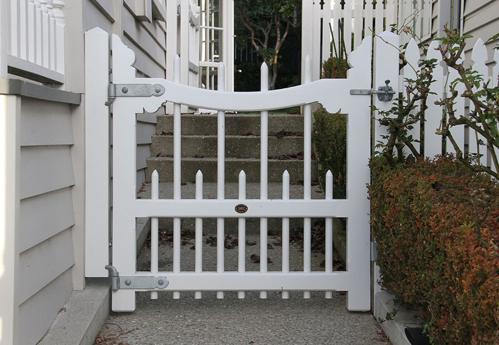 """#CO01_ Pedestrian Colonial gate<br /><span>Colonial 01</span><br /><a href=""""/enquiry/?about=CO01_ Pedestrian Colonial gate"""">ENQUIRE ABOUT THIS >></a><br /><a href=""""#""""  data-id=""""https://woodengates2-px.rtrk.co.nz/i/missingphotos/Colonial.jpg"""" class=""""print-this-image"""">PRINT THIS IMAGE >></a><span class=""""ug-icon-favorite """" data-id=""""2421"""" id=""""spanFavorite2421"""" title=""""Add to My list""""></span>"""