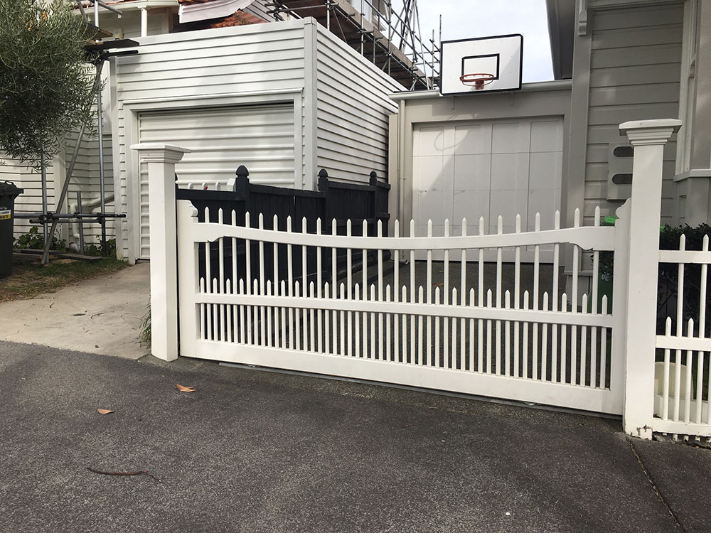 """#CO03_ Sliding Colonial gate<br /><span>Colonial 03</span><br /><a href=""""/enquiry/?about=CO03_ Sliding Colonial gate"""">ENQUIRE ABOUT THIS >></a><br /><a href=""""#""""  data-id=""""https://woodengates2-px.rtrk.co.nz/i/missingphotos/Colonial14465.jpg"""" class=""""print-this-image"""">PRINT THIS IMAGE >></a><span class=""""ug-icon-favorite """" data-id=""""2423"""" id=""""spanFavorite2423"""" title=""""Add to My list""""></span>"""