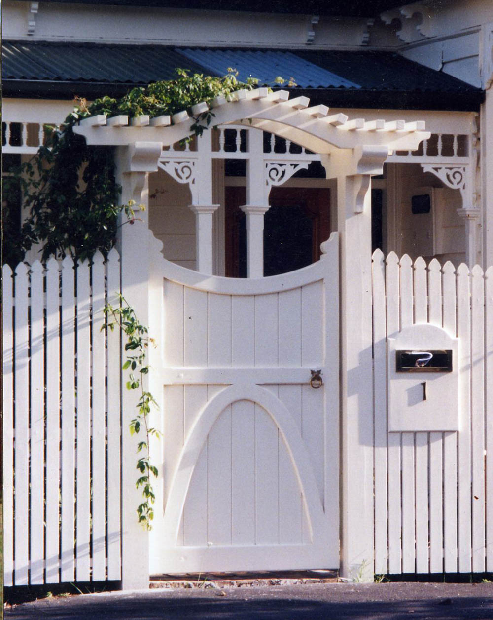 """#VI07_ Victoria under CornwallArch<br /><span>Victoria 07</span><br /><a href=""""/enquiry/?about=VI07_ Victoria under CornwallArch"""">ENQUIRE ABOUT THIS >></a><br /><a href=""""#""""  data-id=""""https://woodengates2-px.rtrk.co.nz/i/missingphotos/CornwallArch3.jpg"""" class=""""print-this-image"""">PRINT THIS IMAGE >></a><span class=""""ug-icon-favorite """" data-id=""""2511"""" id=""""spanFavorite2511"""" title=""""Add to My list""""></span>"""