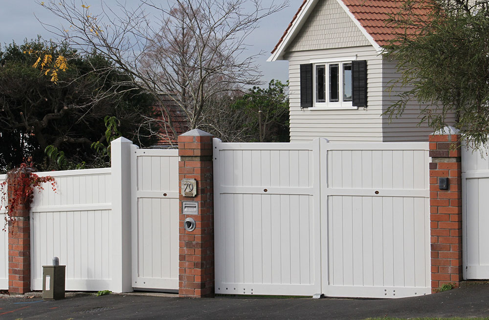 """#DI06_ Pedestrian and doubles on brick pillars<br /><span>Diplomat 06</span><br /><a href=""""/enquiry/?about=DI06_ Pedestrian and doubles on brick pillars"""">ENQUIRE ABOUT THIS >></a><br /><a href=""""#""""  data-id=""""https://woodengates2-px.rtrk.co.nz/i/missingphotos/Diplomat.jpg"""" class=""""print-this-image"""">PRINT THIS IMAGE >></a><span class=""""ug-icon-favorite """" data-id=""""2433"""" id=""""spanFavorite2433"""" title=""""Add to My list""""></span>"""