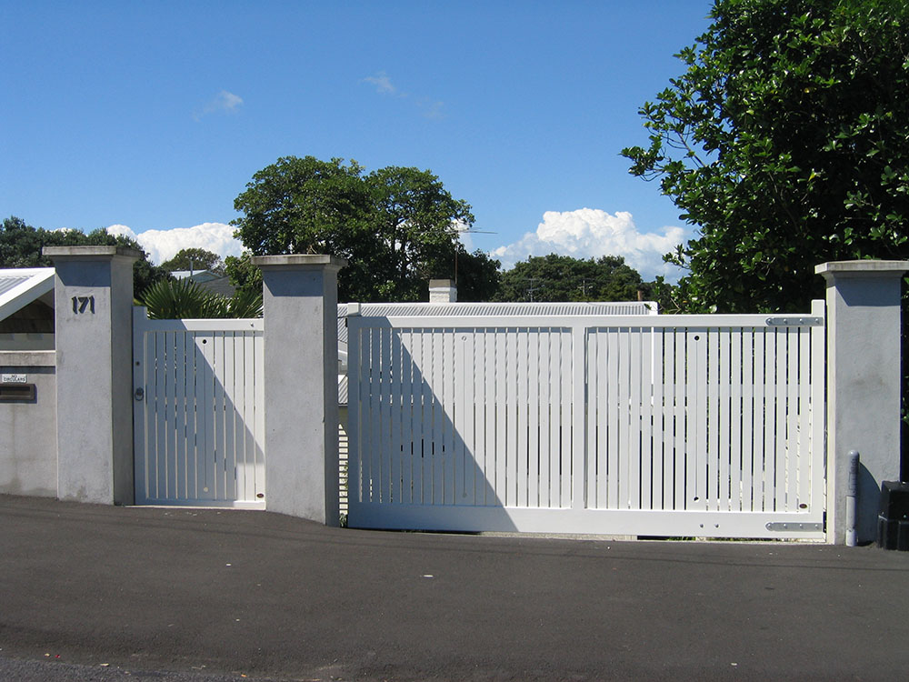 """#BR08_ Pedestrian and double Bradford gates<br /><span>Bradford 08</span><br /><a href=""""/enquiry/?about=BR08_ Pedestrian and double Bradford gates"""">ENQUIRE ABOUT THIS >></a><br /><a href=""""#""""  data-id=""""https://woodengates2-px.rtrk.co.nz/i/missingphotos/GBRCP2563.jpg"""" class=""""print-this-image"""">PRINT THIS IMAGE >></a><span class=""""ug-icon-favorite """" data-id=""""2410"""" id=""""spanFavorite2410"""" title=""""Add to My list""""></span>"""
