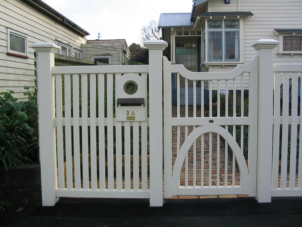 "#CC04_ Pedestrian Contemory Colonial with Bradford fence<br /><span>Contempory Colonial 04</span><br /><a href=""/enquiry/?about=CC04_ Pedestrian Contemory Colonial with Bradford fence"">ENQUIRE ABOUT THIS >></a><span class=""ug-icon-favorite "" data-id=""2425"" id=""spanFavorite2425"" title=""Add to My list""></span>"