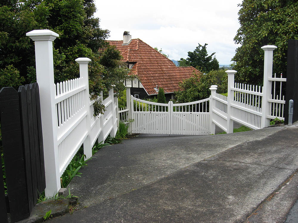 """Colonial Fence Gallery_2<br /><span>Colonial Fence 02</span><br /><a href=""""/enquiry/?about=Colonial Fence Gallery_2"""">ENQUIRE ABOUT THIS >></a><br /><a href=""""#""""  data-id=""""https://woodengates2-px.rtrk.co.nz/i/missingphotos/GCUDPO101.jpg"""" class=""""print-this-image"""">PRINT THIS IMAGE >></a><span class=""""ug-icon-favorite """" data-id=""""2538"""" id=""""spanFavorite2538"""" title=""""Add to My list""""></span>"""