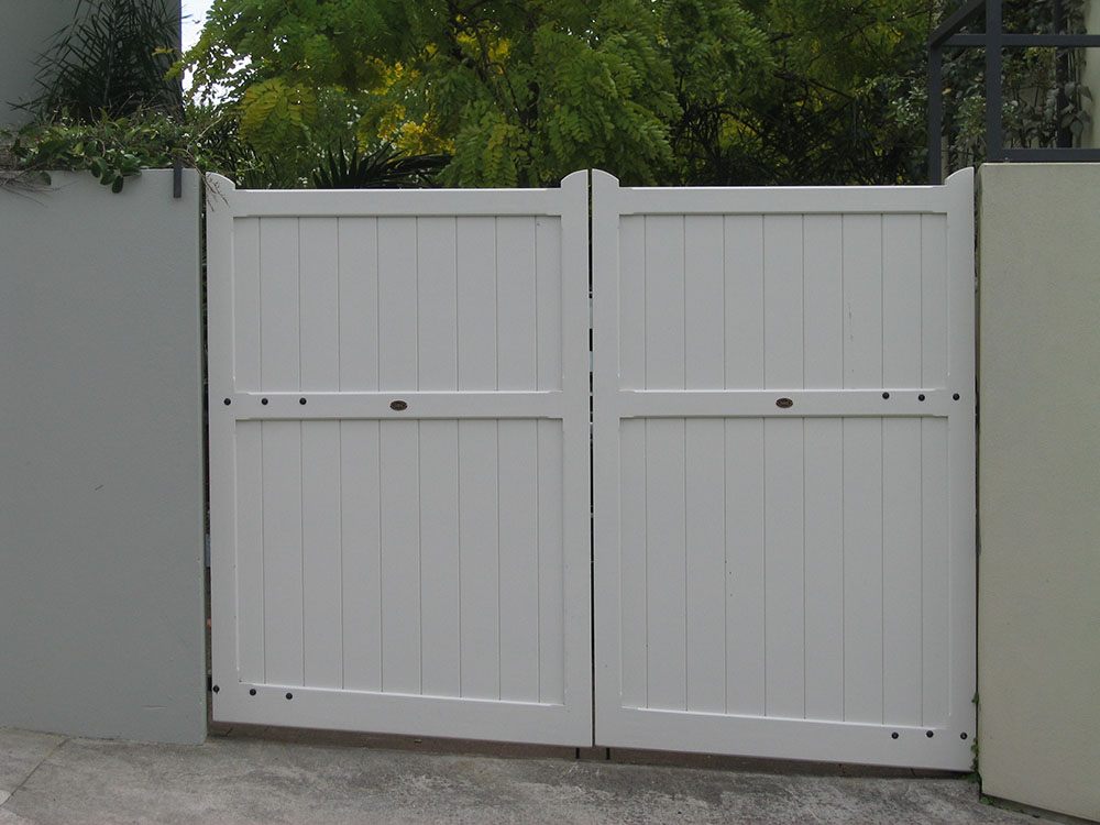 """#DI04_ Standard size Diplomat gates<br /><span>Diplomat 04</span><br /><a href=""""/enquiry/?about=DI04_ Standard size Diplomat gates"""">ENQUIRE ABOUT THIS >></a><br /><a href=""""#""""  data-id=""""https://woodengates2-px.rtrk.co.nz/i/missingphotos/GDIDP2552.jpg"""" class=""""print-this-image"""">PRINT THIS IMAGE >></a><span class=""""ug-icon-favorite """" data-id=""""2431"""" id=""""spanFavorite2431"""" title=""""Add to My list""""></span>"""